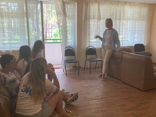 Студентка кафедры «Природопользование и защита окружающей среды» ТГТУ провела открытую лекцию по экологии участникам оздоровительных мероприятий в Крыму